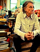 READ AND SHOP SIR PAUL SMITH >