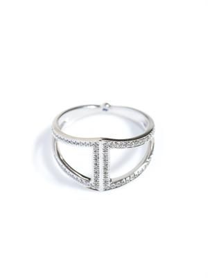 White diamond and white gold rhombus ring