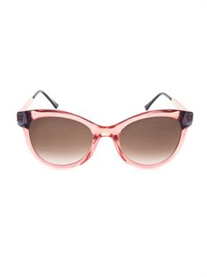 Flirty cat-eye sunglasses