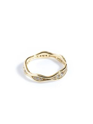 Diamond and yellow gold fluid  ring
