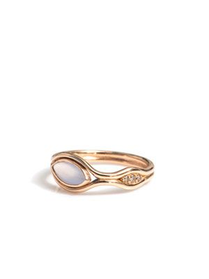 Chalcedony, diamond and gold ring
