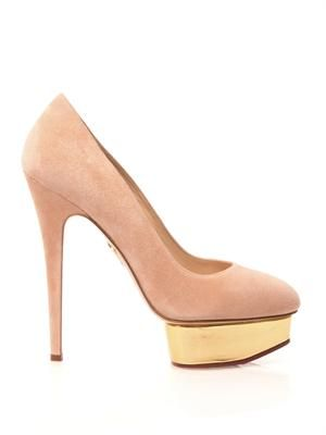 Dolly signature pumps