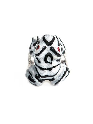 Silver and enamel frog ring