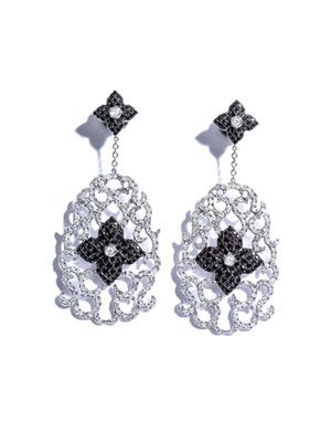 Diamond and white gold pompadour earrings
