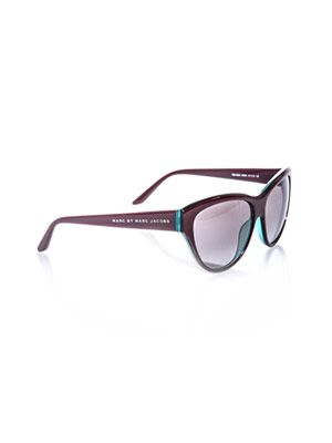 Upswept-eye sunglasses
