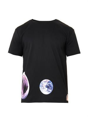 Shark and planet-print T-shirt