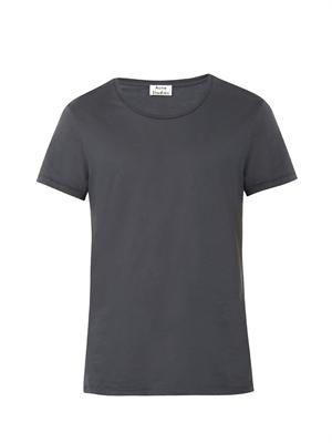 Standard crew-neck T-shirt