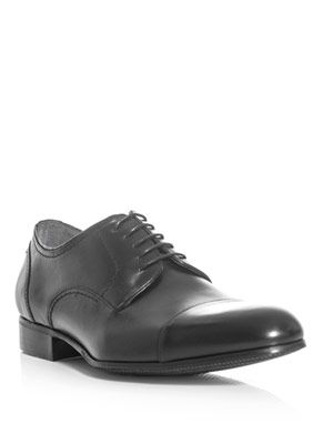 Capped-toe lace-up shoes