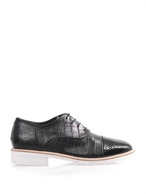 Crocodile-embossed lace-up shoes