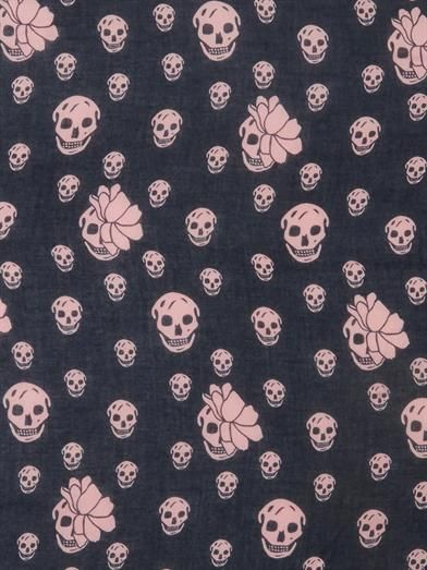 Alexander McQueen Graphic tulip and skull fine-knit scarf