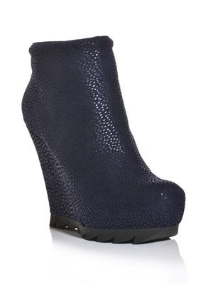 Saw sole wedge boots