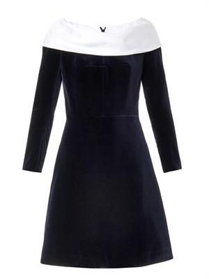 Boat-neck velvet dress