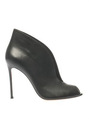 Vamp leather ankle boots