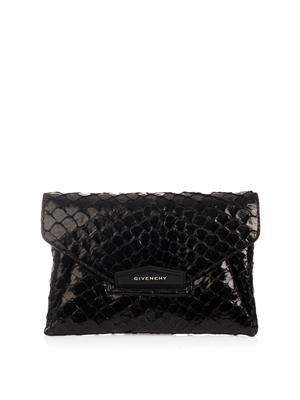 Antigona pirarucu envelope clutch