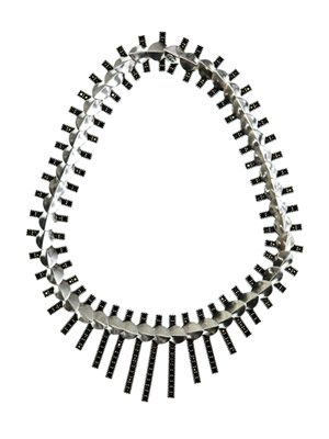 Petal-fringe necklace