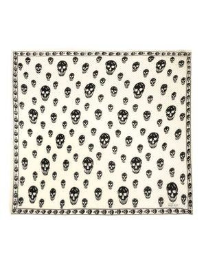 Skull-print pleated scarf