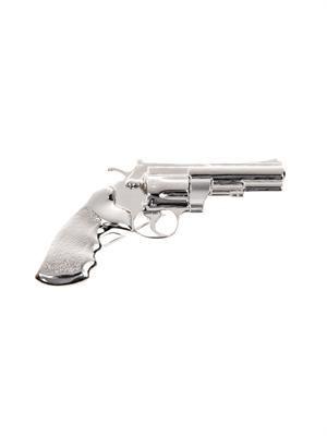 Gun brooch