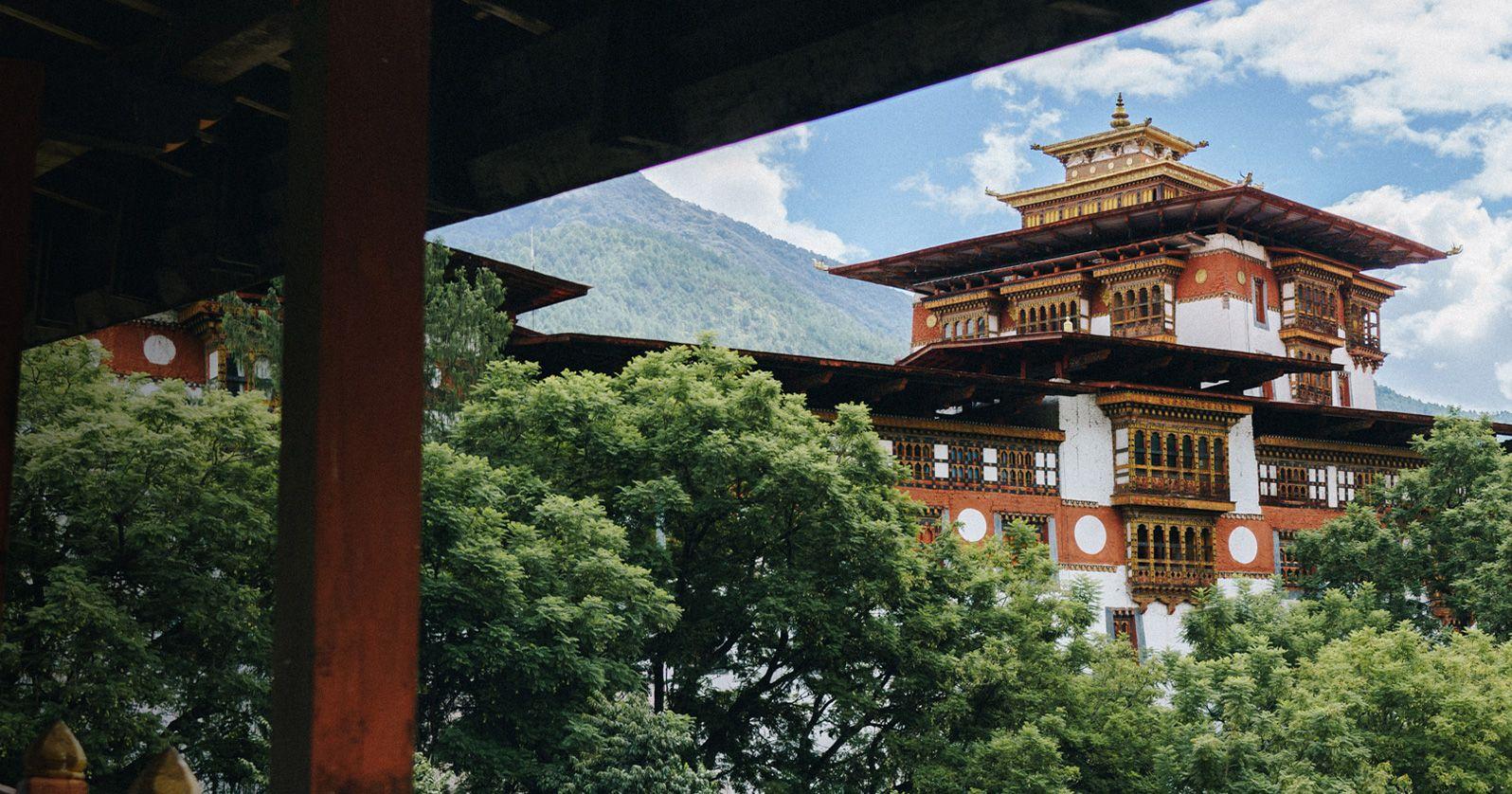 Pin Parasol Distance Maison bhutan: the enchanted kingdom aw19 | matchesfashion uk